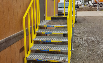 OSHA compliant portable 5 step left access stair unit