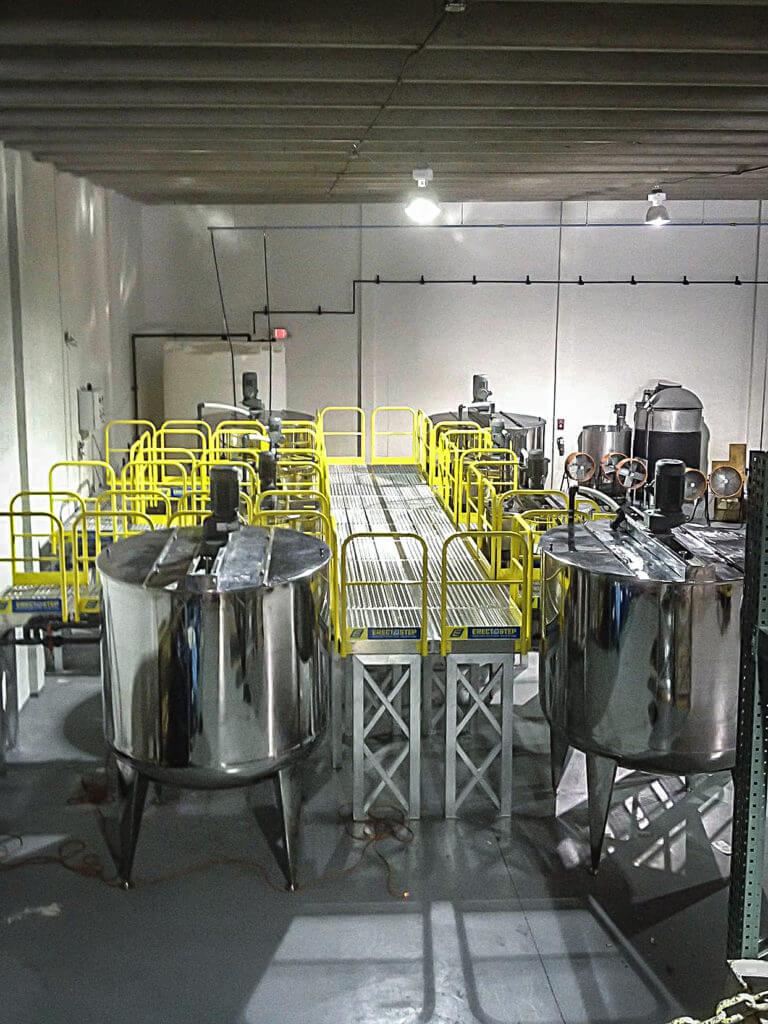 Erectastep lysium labs workplatform between tanks