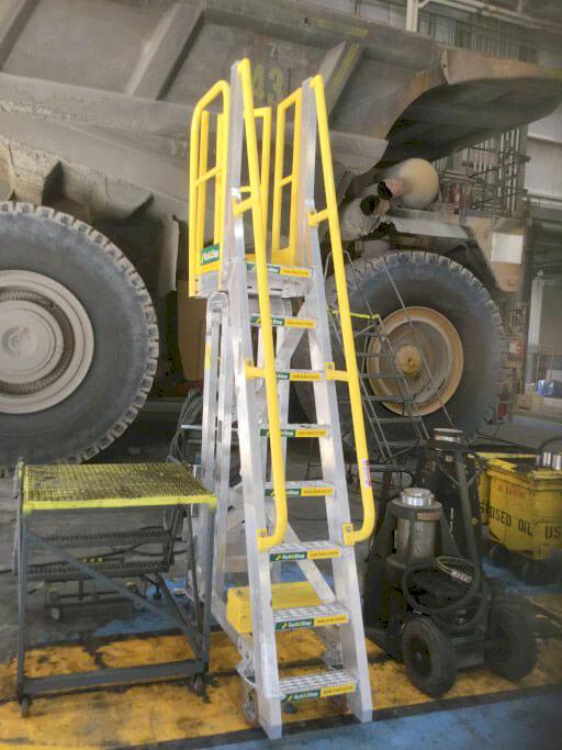 RollaStep mobile vehicle maintenance platform