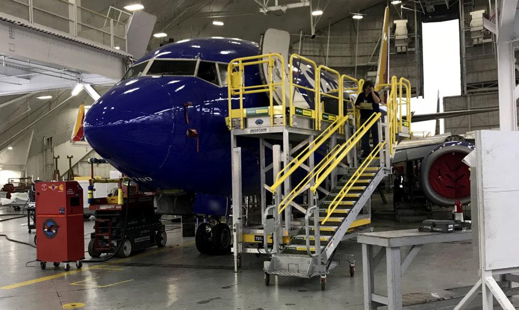Aviation forward fuselage maintenance platforms
